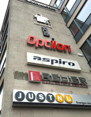 Aspiroskylten hänger kvar på kontorshuset nära Centralstationen.